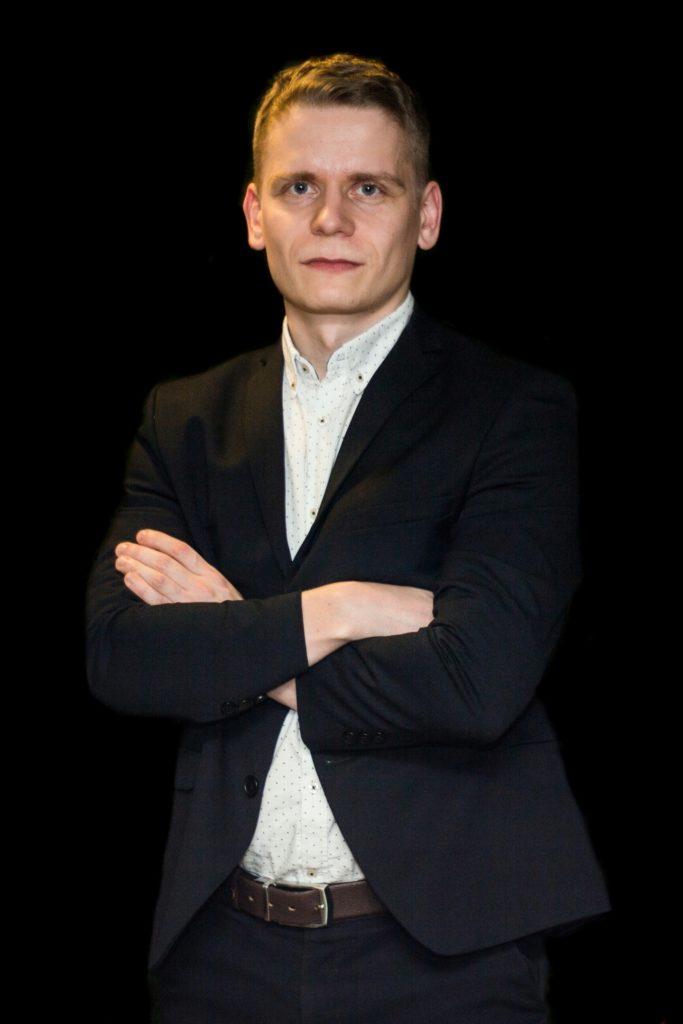 Олег ведущий игры в мафию